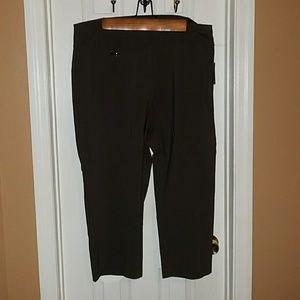 Women's plus size Alfani Capri pants size 18W NWT
