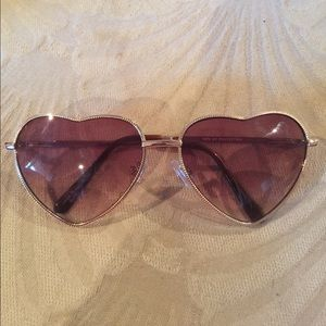 Heart sunglasses with gold frames