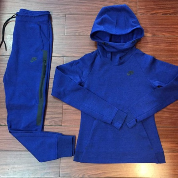 Suit Sweaters Nike Nike Suit Tech Sweaters Poshmark Poshmark Tech xAPnS1WzU