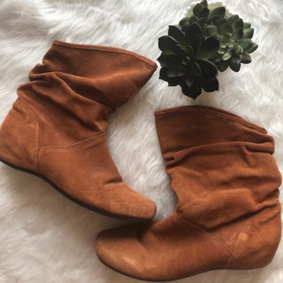 cb6672ba9e4a Steve Madden brown tan flat slouch ankle boots. M 59fdd4679c6fcf7106081baf