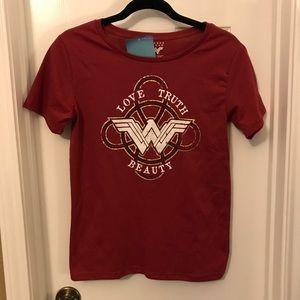 Wonder Woman T-Shirt Love Truth Beauty Small NWT