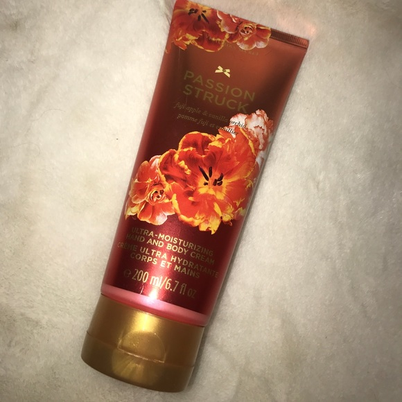 a0502bb6d788a ⬇️VS Passion Struck Hand and Body Cream