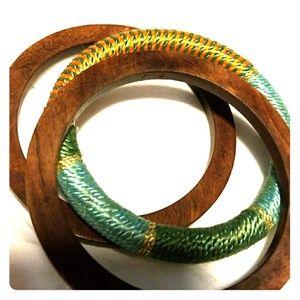 Jewelry - Set of wood bangles