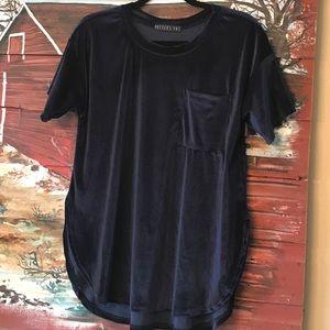 Velvet slit T- shirt with pocket