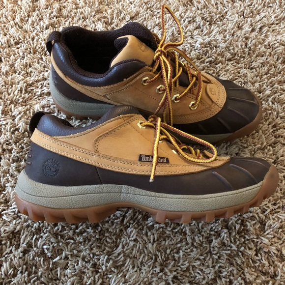 2e9d16705 Timberland women short winter boot. Size 8.