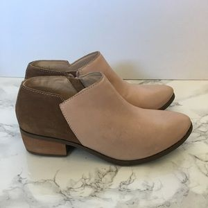 Matisse Shoes - Matisse Mojave Leather and Suede Bootie