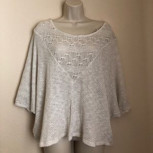 Urban Outfitters white poncho knit top S Ecote