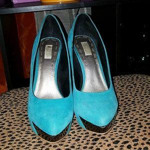 Unique blue heel pumps