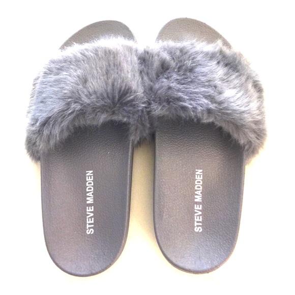 9df3e318655 Grey Steve Madden slides with fur