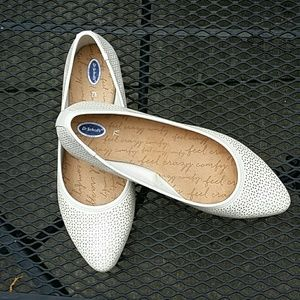 Dr. Scholl's perforated flats nwot  7.5