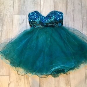 Dresses & Skirts - Stunning Turquoise Cocktail Dress