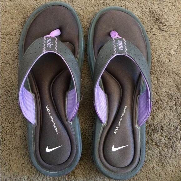 5b0d4b7bd8cc9 Dark grey and purple Nike slides   flip flops. M 59fe18d9fbf6f9be7b0946d3