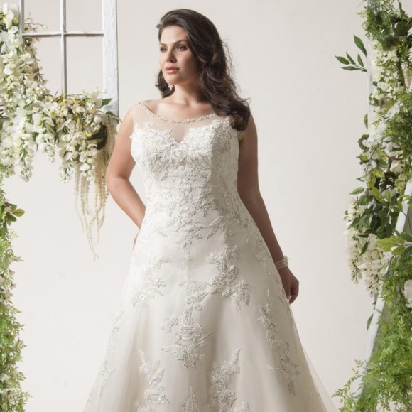 Plus Size Bridal Gown Style Montreal
