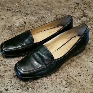 Sole innovation by Rockport black leather flats