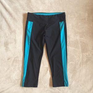 Pants - 3/$25 🔴 Cropped yoga leggings