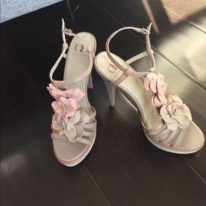 Kelsi Dagger heels 7.5 blush and grey flowers