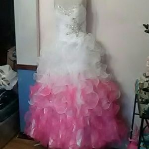Dresses & Skirts - STRAPLESS BALL GOWN Pink white embellished 👗