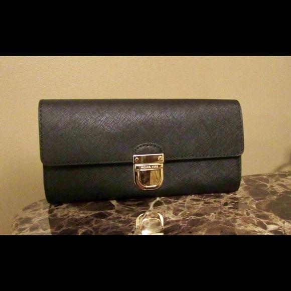 a6fe2be295b29b Michael Kors Bags | Bridgette Flap Leather Wallet | Poshmark