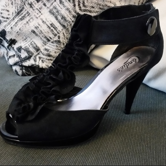 e4bbbe2a576 Candie's Black Ruffle Cut-Out Heels - Size 9