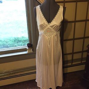 VTG: 60s Nightie with Rose Embroidered Panel