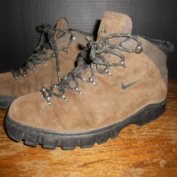 c6cd9607cf8dd NIKE ACG Brown Leather Hiking Boots Mens Size 8.5.  M 59fe7a08fbf6f9077a0b2f16