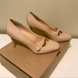 Final Sale Journee Collection Nude Heels