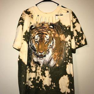 Damaged goods tiger t-shirt.