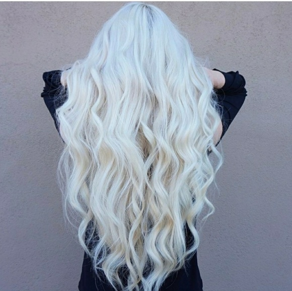 Platinum Blonde Wavy Beauty Lacefront Wig 24-28 inches