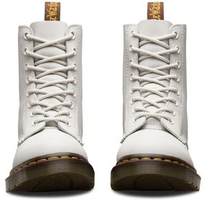 a5d62ed36537 Dr. Martens Shoes - DOC Dr MARTENS Pascal 8 Eye Boots US 8