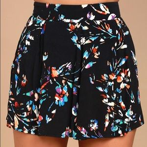 BLACK FLORAL PRINT HIGH-WAISTED SHORTS ONLY