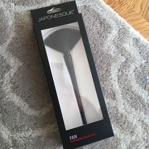JAPONESQUE Kumadori Fan Brush