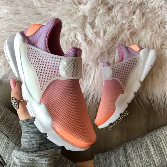 check out d22be 9ed9a NWT Nike sock dart Ombré 👄🦄