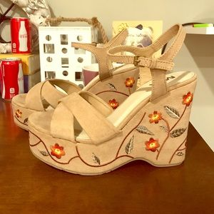 NWOT MIA Platform Sandals
