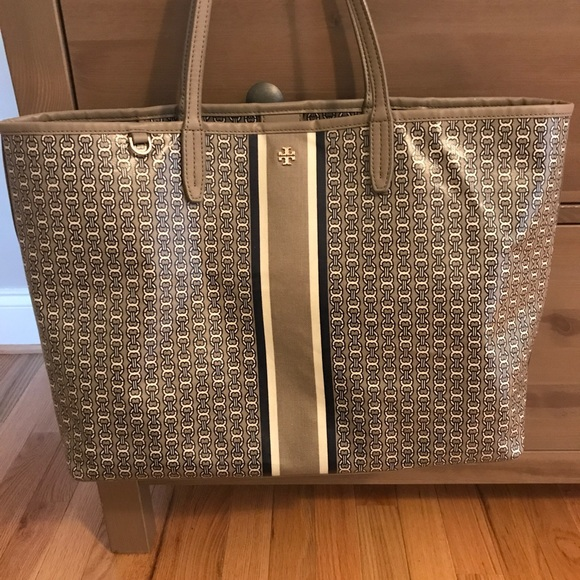 299ac04293a Tory Burch Large Gemini Link Tote French Gray. M 59ff6730bcd4a7f59d0e41bb