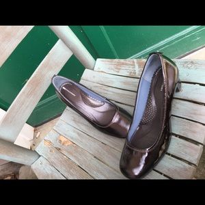 Women's Rockport Brown Patent Leather Heels 7.5M