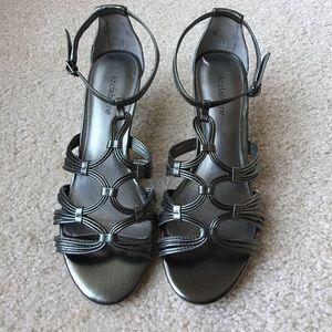 Like new Liz Claiborne leather strappy sandals,8.5