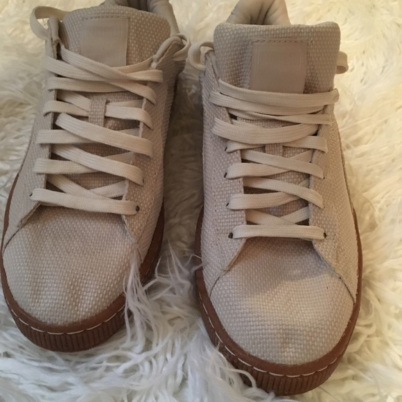 Men's PUMA Textured Lace Up Sneakers Worn Once