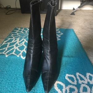 Newport News black leather boots sz 6