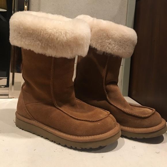 2fc89410d9c UGG Australia girls downtown Chestnut boots US sz2