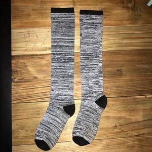 ✨3 for $10✨Reebok Striped Long Socks