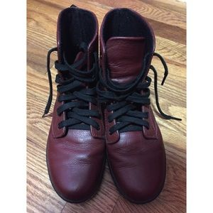 Dr martens leyton leather oxblood boot