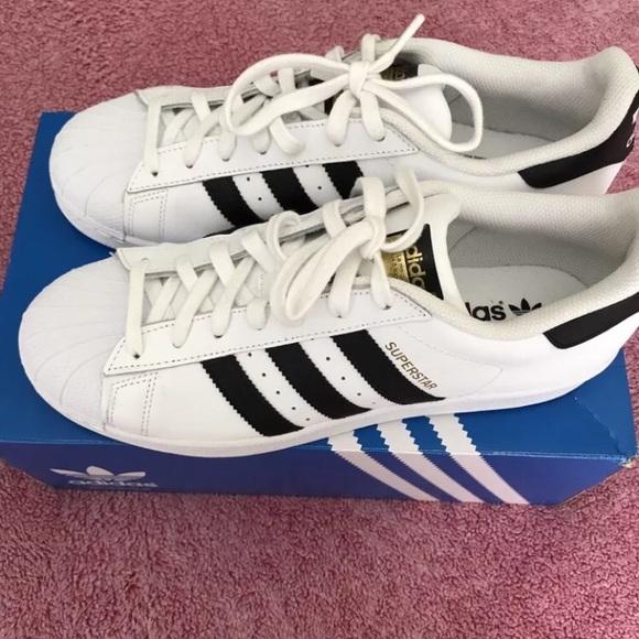 Adidas superstar 9.5 NWT