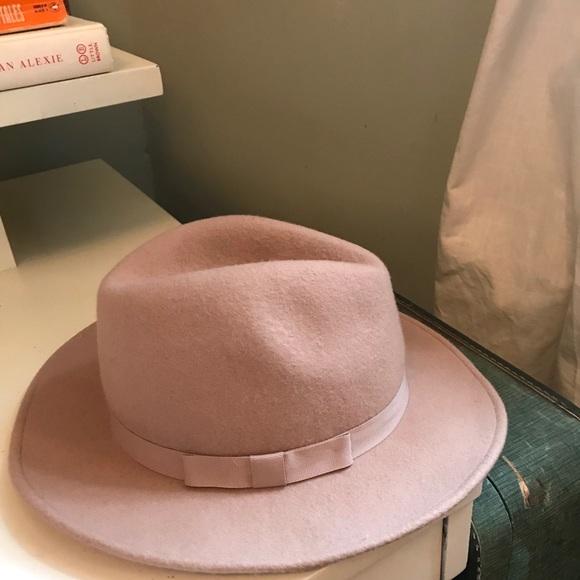 4357432dbc2c8 Club Monaco Accessories - CHIC Club Monaco Felt Hat in Blush - fedora pink