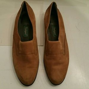 Rockport women's tan sued loafers 9N