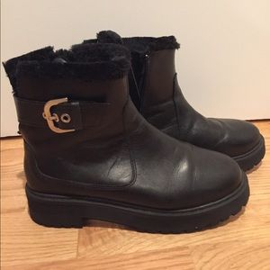 ZARA BLACK LEATHER BOOTS WITH FUR