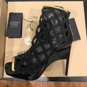 Burberry boots size euro 37. Us 6.5