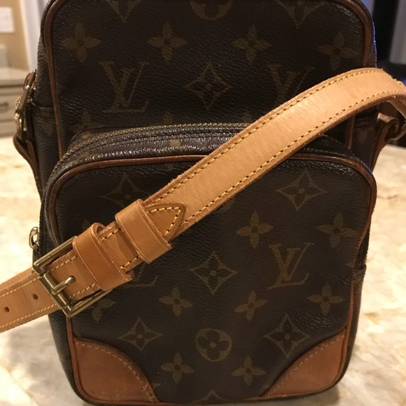 7143cb8f2f17 Louis Vuitton Handbags - Louis Vuitton Amazon Crossbody travel bag vintage