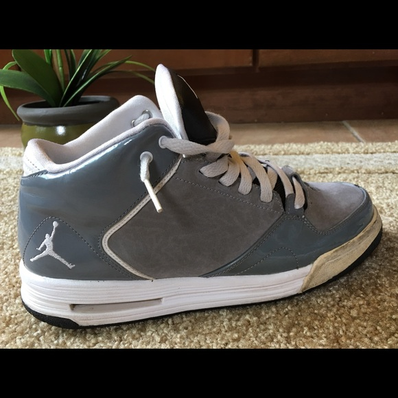 reputable site 85f29 19c14 Michael JORDAN Kids High Top Sneakers Size 7Y Gray
