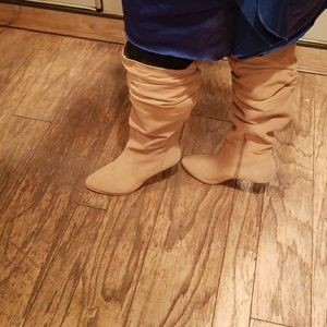 Tan suede Hot in Hollywood boots