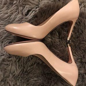 6a8be9366d7 Tory Burch Shoes - FINAL PRICE - Tory Burch Astoria pump - beige 6.5